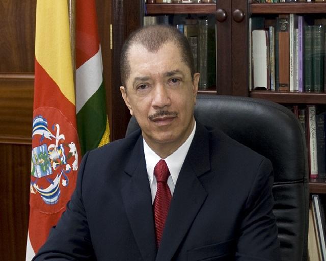 Le président des Seychelles James Michel annonce sa démission.