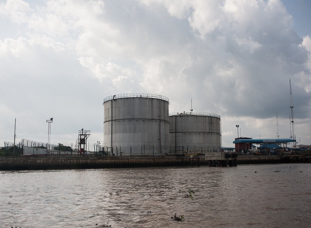 Nigeria takes on oil majors over 'illegal exports'