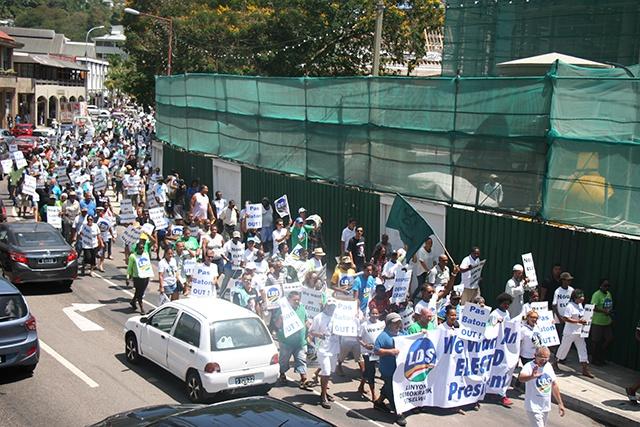 L'opposition aux Seychelles défile, en réclamant de nouvelles élections présidentielles.
