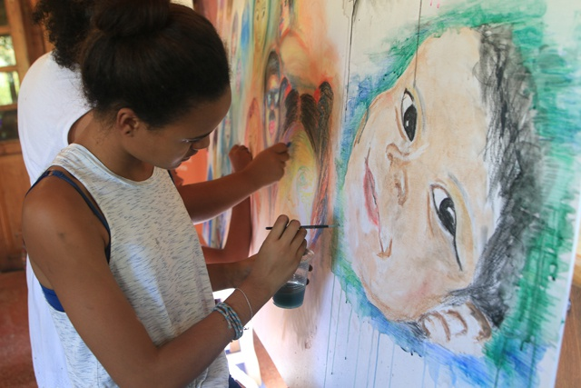 Young aspiring artists paint Seychellois faces in 'Big Draw' event
