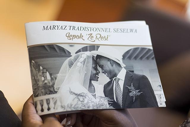 Le mariage traditionnel des Seychelles retracé dans un livre.