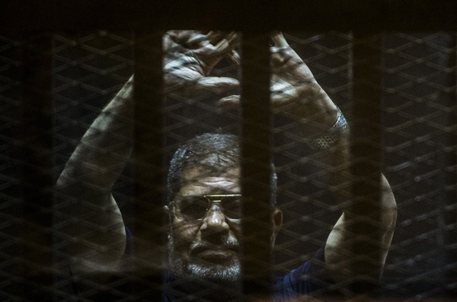 Egypt court overturns Morsi death sentence