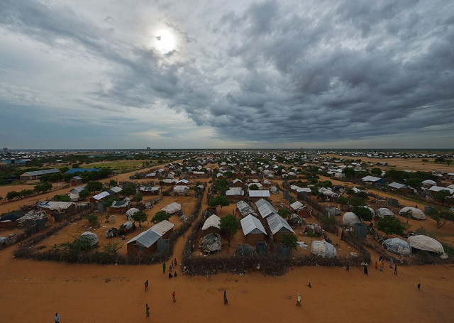 Kenya suspends Dadaab refugee camp closure for six months