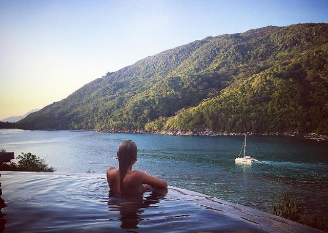 No more tennis tan! Olympic gold medalist Elena Vesnina holidays in Seychelles
