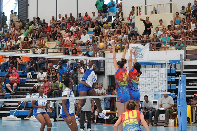 Seychelles' ladies volleyball teams face off in club competition semis in Mauritius