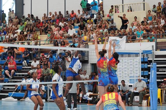 Le club de volley-ball Seychellois L'ARSU remporte le tournoi à l'Ile Maurice, se qualifiant pour le Championnat Africain des Clubs