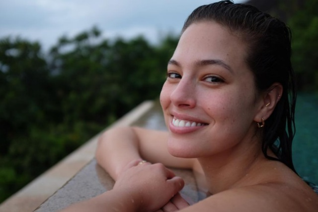 A festive season to model: Ashley Graham welcomes 2017 in Seychelles