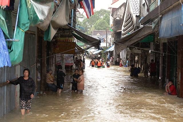Thaïlande: le sud inondé inaccessible par voie terrestre