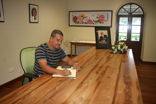 Mourners express admiration for President Mancham in condolence book; 'Monumental loss,' one says