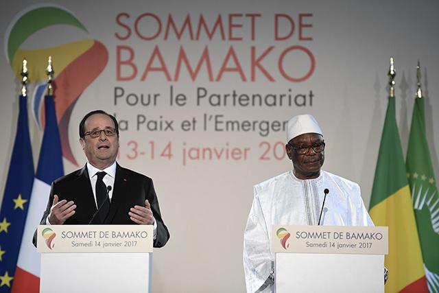 A Bamako, les adieux réciproques et chaleureux de Hollande et de l'Afrique