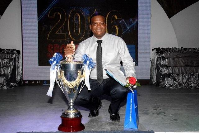 Julie marque l'histoire en remportant le prix du sportif de l'année 7 fois; Laird remporte son premier titre