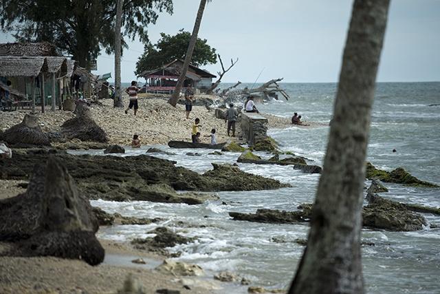 Tsunami warning issued after 8.0 quake hits PNG