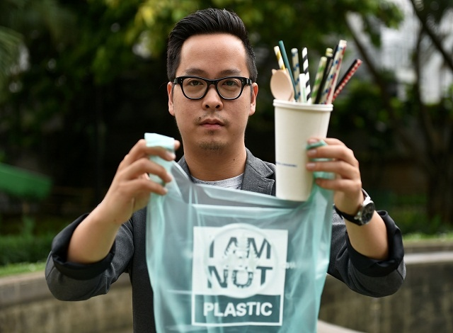 Cassava carrier bags: Indonesian entrepreneur tackles plastic scourge