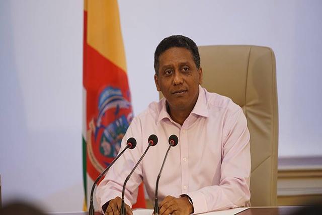 Le président Faure explique ses choix politiques à la presse des Seychelles