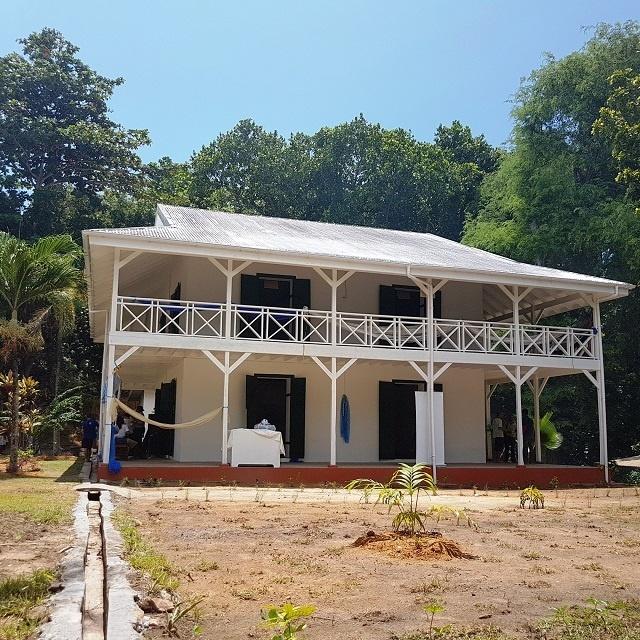 La Maison du Docteur de 144 ans rouvre sur l'île de Curieuse  après un rajeunissement