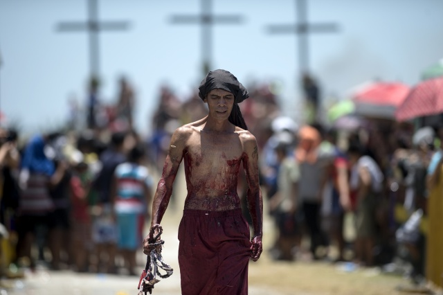 Extreme religious acts mark Good Friday in the Philippines