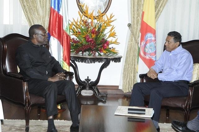 Le premier ambassadeur de Centre Afrique voit les Seychelles comme étant pacifiques et une réussite.