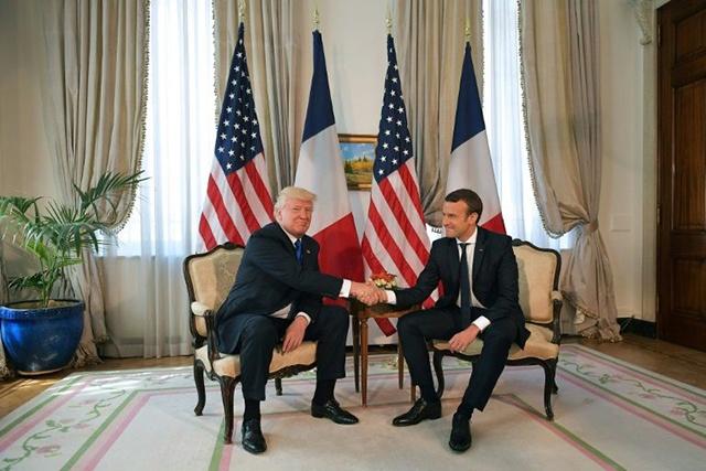 Première rencontre entre Trump et Macron à l'ambassade américaine à Bruxelles