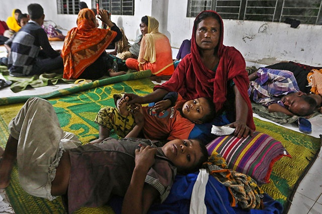 Le cyclone Mora touche terre au Bangladesh
