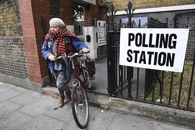 Les Britanniques votent pour des législatives cruciales en vue du Brexit