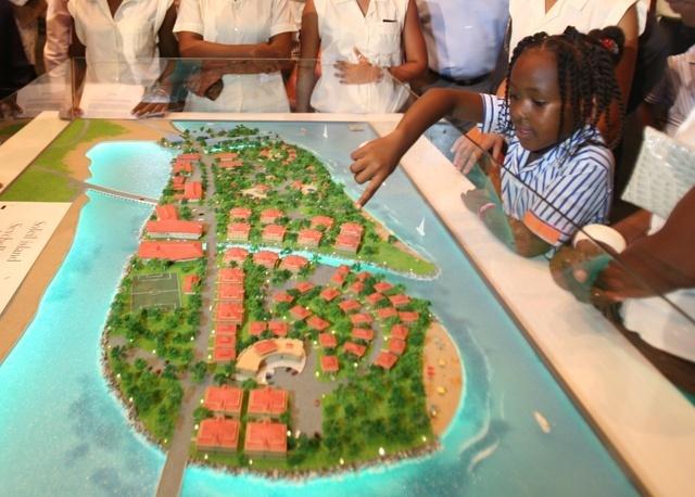 Aux Seychelles, les infrastructures de l'Île Soleil sont prêtes, pont et logements à suivre