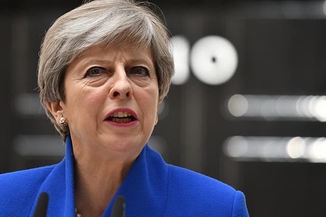 GB: May rencontre la dirigeante du DUP nord-irlandais pour obtenir son soutien