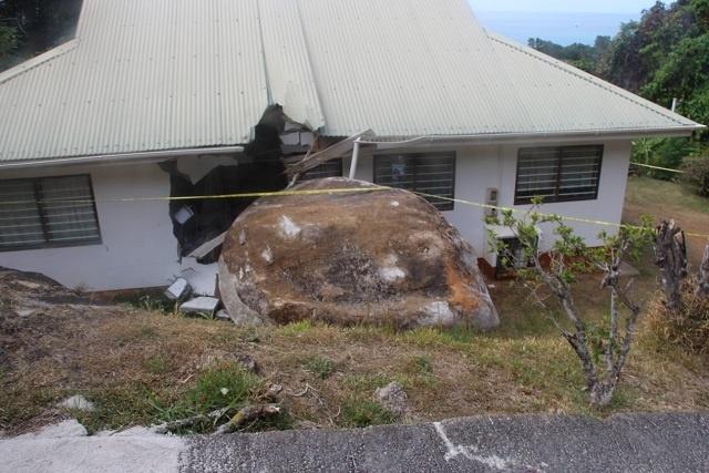 Un expert français assiste les Seychelles dans l'analyse des risques d'éboulement dans un district du nord de Mahé.