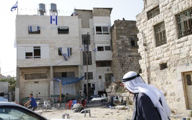 Standoff at Jerusalem holy site after metal detectors removed