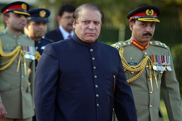 """Pakistan: chute du Premier ministre, """"disqualifié"""" par la Cour suprême"""