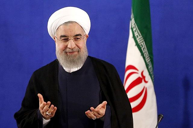 L'Iran accuse Washington de violer l'accord nucléaire, Rohani prend ses fonctions