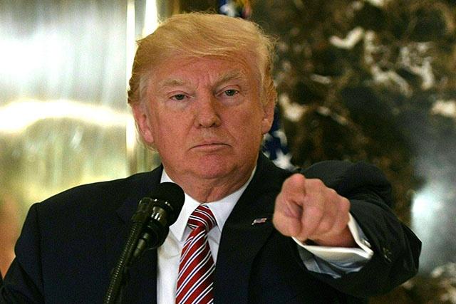 Donald Trump de plus en plus isolé après Charlottesville