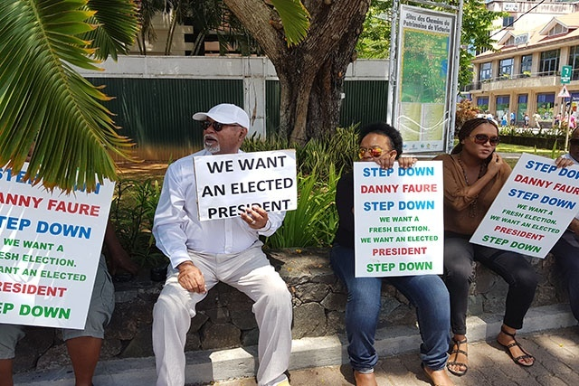 Demonstrators seek to pressure government of Seychelles to hold presidential election