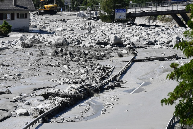 Eight missing after huge landslide in Swiss Alps