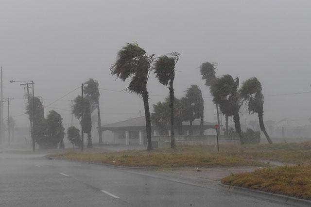 Harvey frappe le Texas, menacé d'inondations catastrophiques