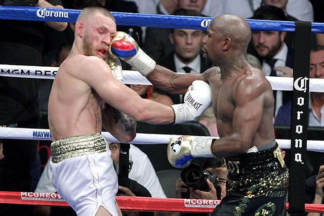 """Mayweather remporte le """"combat de l'argent"""" face à McGregor"""