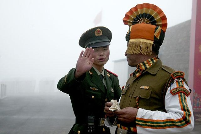 """Tensions avec la Chine: l'Inde annonce un """"désengagement"""" de troupes"""