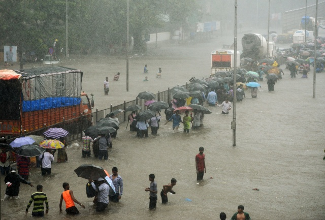 Heavy rain, flooding paralyse India's financial hub