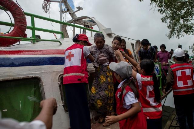 Myanmar villages burn as Rakhine unrest rages