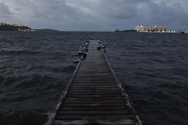 Irma frappe l'île de Barbuda et menace St-Barthélémy et St-Martin