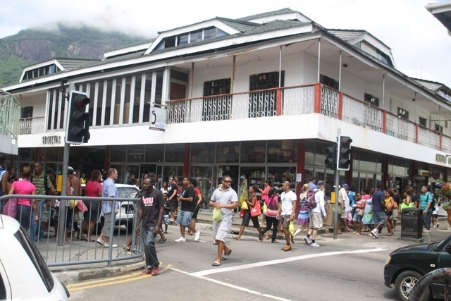 Une enquête aux Seychelles a révélé plusieurs maisons sans eau courante ni électricité.