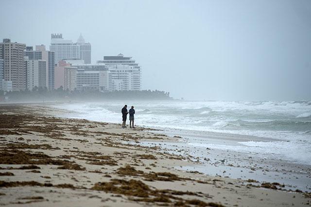 L'ouragan Irma se renforce à l'approche de la Floride en alerte maximale