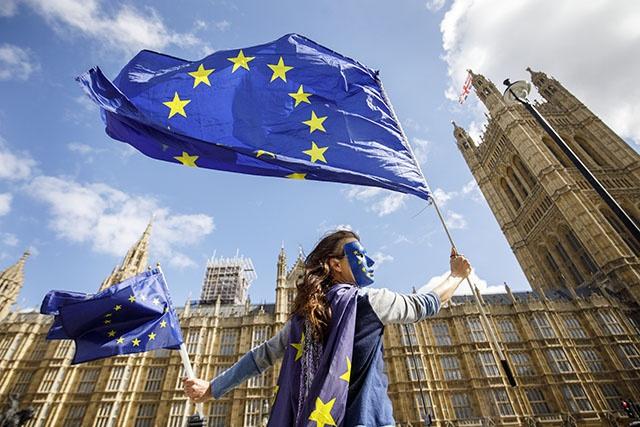 GB/Brexit: Première étape franchie sur le chemin de l'abrogation du droit européen