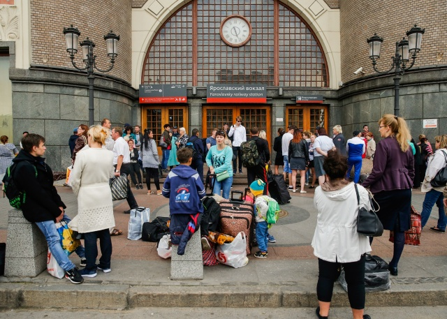 Thousands evacuated after bomb threats in Moscow