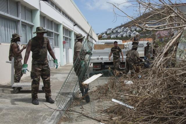 Hurricane Maria batters Dominica as PM predicts dire outcome