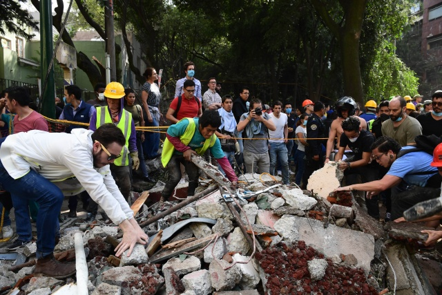 At least 200 dead in Mexico quake