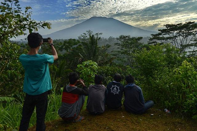 Bali: près de 50.000 habitants évacués par crainte d'éruption d'un volcan