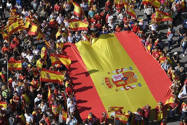 Des centaines de milliers de manifestants à Barcelone contre l'indépendance