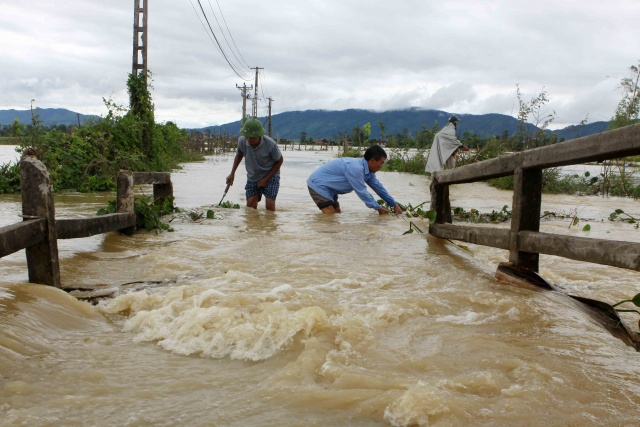Floods, landslides kill 37 in Vietnam, scores missing