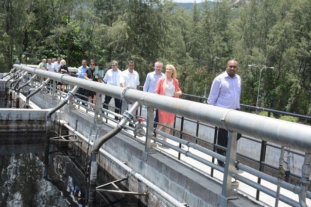 Les Seychelles inaugurent un site d'enfouissement financé par l'UE destiné à réduire la pollution souterraine.