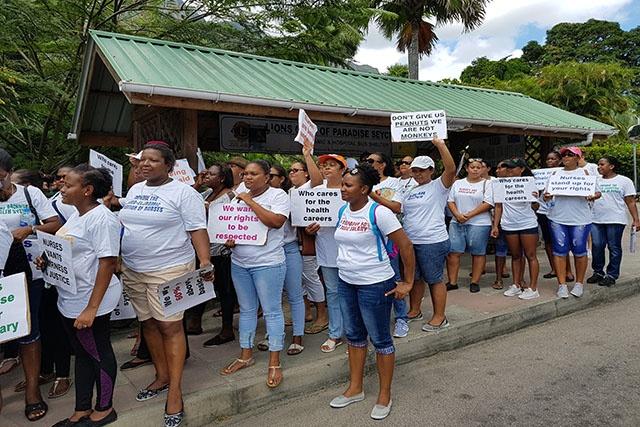Les infirmières dans la rue pour réclamer des meilleures conditions de travail.
